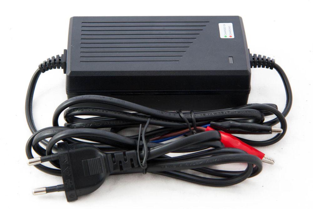 intelligentes CC/CV Ladegerät für 12 Volt LiFePO4-Akkus mit einer Ladeschlussspannung von 14,6 Volt